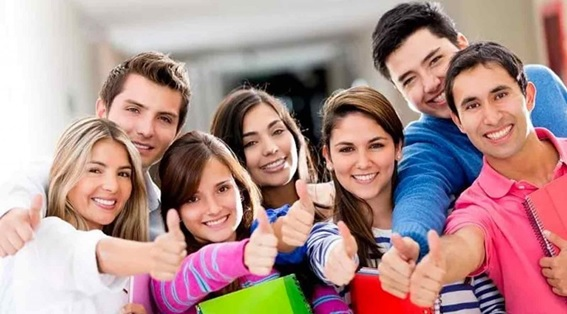 estudiantes examen selectividad - Clínica dental Madrid